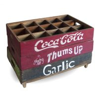 set van drie kratjes coca cola, thums up en garlic, stapelbaar Label25